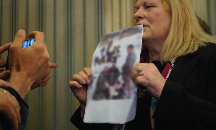 Flora Brovina reagon pas raportimeve se fotoja u mor tek një site për të rritur