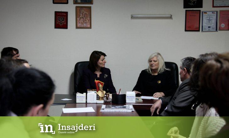 Jahjaga godet ashpër deputetën e PDK-së pas publikimit të fotografisë