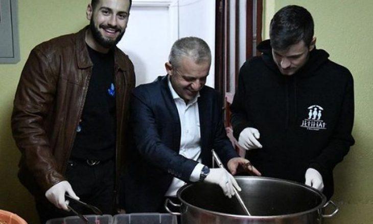 Reperi kosovar shtron iftar për 310 persona