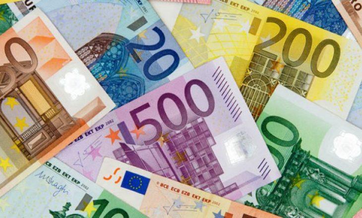Euro zbret në nivelin më të ulët në 11 vjet, vetëm 122.61 lekë