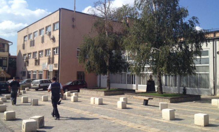 Procedurat mbajnë peng pagat e aktorëve të Teatrit të Prizrenit