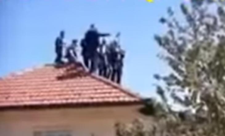 Dasmë si kjo nuk shihni shpesh në Kosovë, dasmorë edhe mbi kulmet e shtëpisë