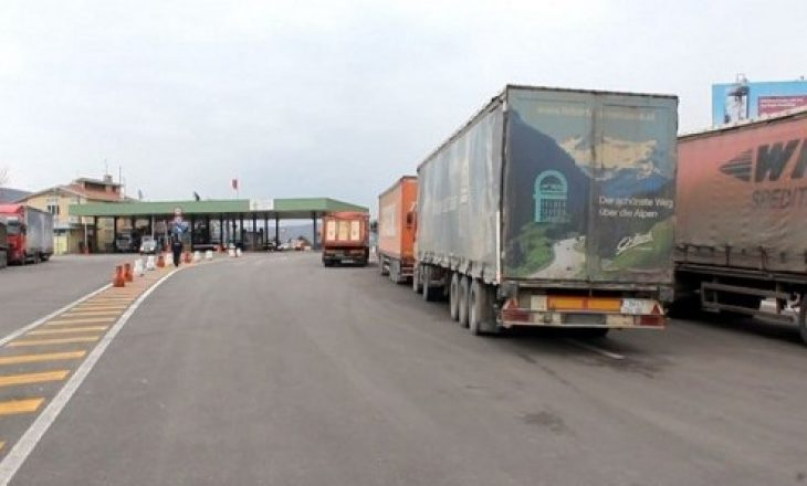 Kamionët nga Kosova lejohen të hynë në Serbi