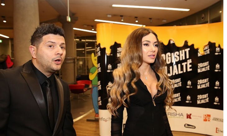 """Ermal Mamaqi zbulon fitimet marramendëse nga filmi """"2 Gisht Mjaltë"""""""