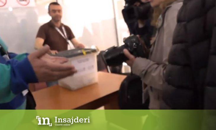 'Përplasje' verbale mes gazetarëve dhe komisionerëve gjatë votimit të kandidati të VV-së