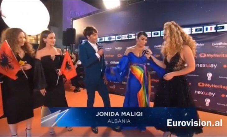 Jonida Maliqi prezantohet në Eurovizion, fustani saj me ngjyra të LGBTI-së