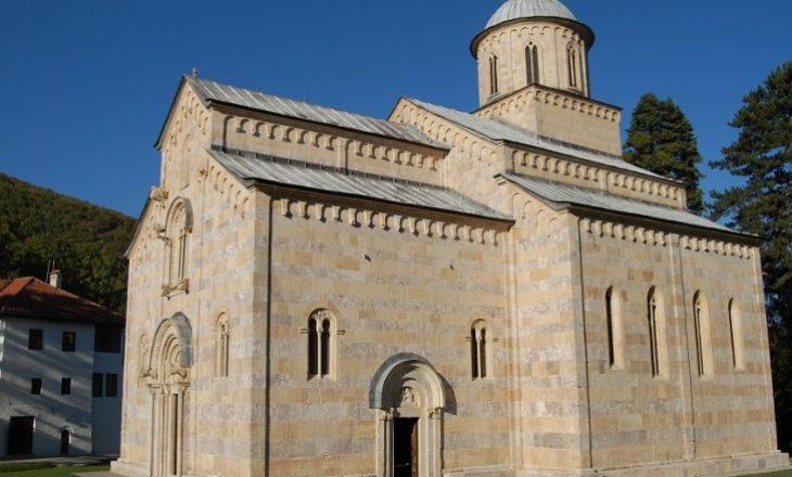 Historianët e Deçanit: Të mos zbatohet vendimi i Kushtetueses për Manastirin e Deçanit
