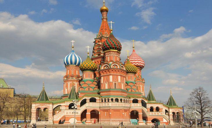 Rusia rrit kufizimet përdërisa numri i të infektuarve ngritet