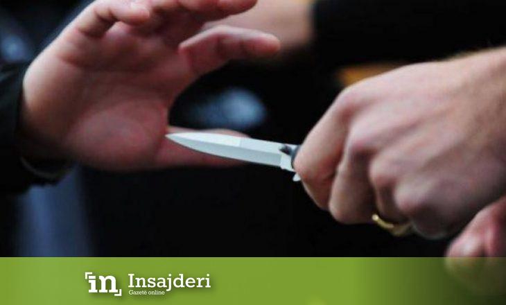 Dy të plagosur në një përleshje me thika midis disa personave në Gjakovë