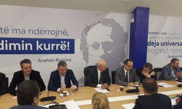 Mustafa mbledh deputetët e partisë së tij, diskutojnë rreth mocionit për rrëzimin e qeverisë