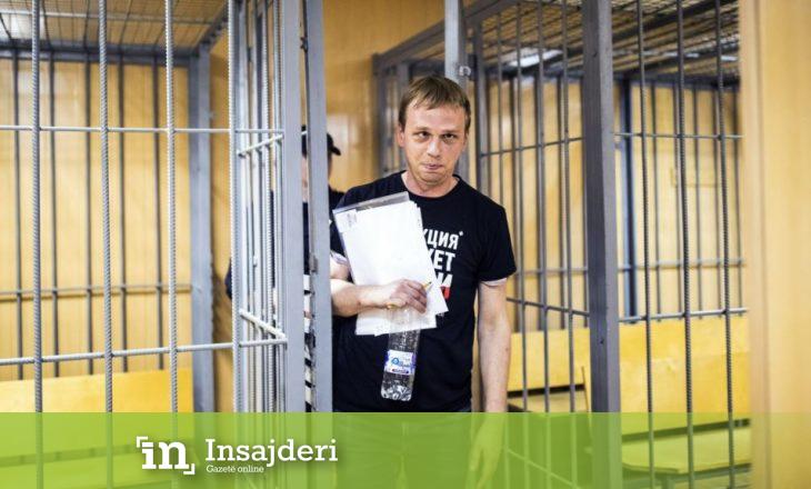 Rusia liron gazetarin dhe njofton se do të hetohen rrethanat e arrestimit të tij