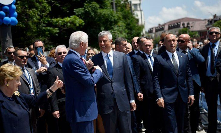 Thaçi dhe Veseli harruan ta përmendin familjen Jashari në ceremoninë e 20 vjetorit