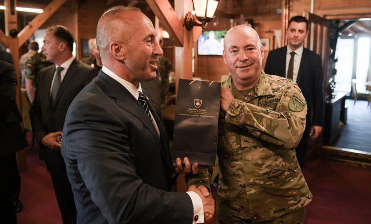 Haradinaj falenderon gjeneralin John C. Body për shërbimin në Kosovë