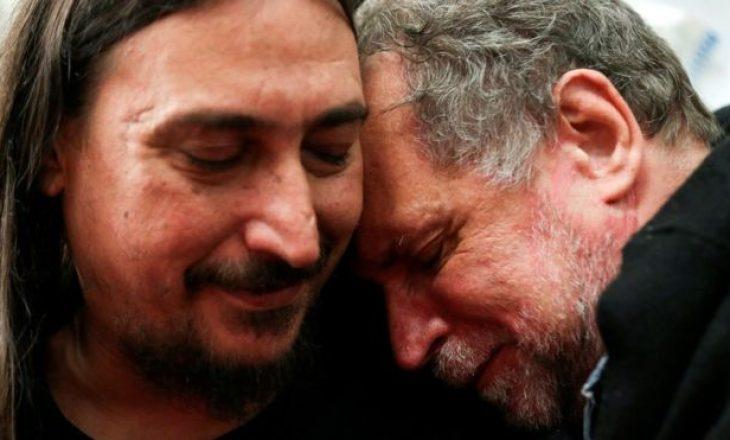 Agjentët sekret i rrëmbyen prindërit, gjen familjen pas 40 vitesh