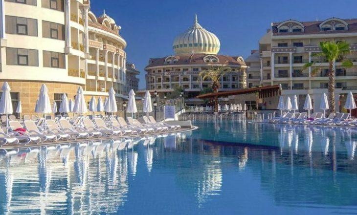 Nuza po kalon pushimet në këtë hotel luksoz në Turqi