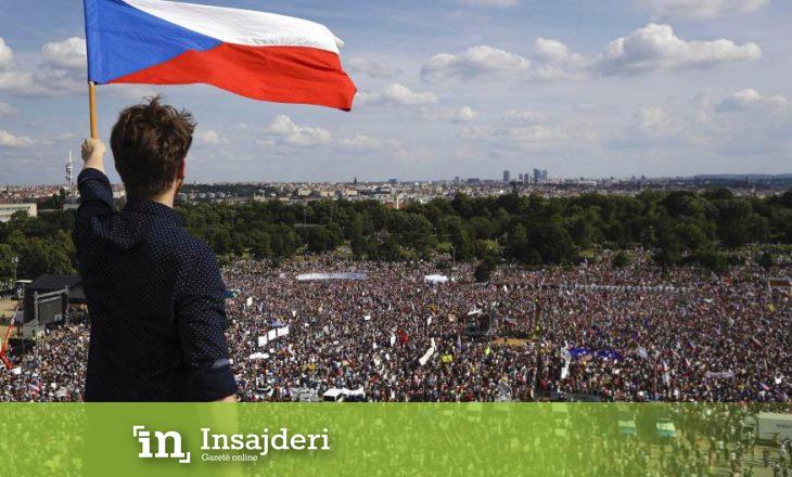 Në Prag protesta të mëdha kundër kryeministrit