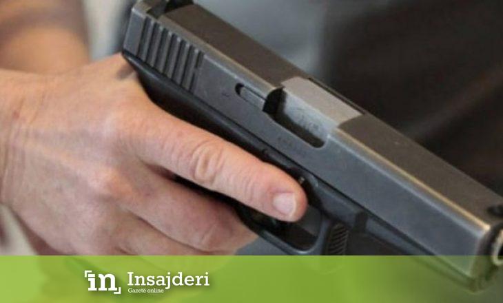 Policia gjen një armë në kontejnerë – dyshohet se u përdor në vrasje