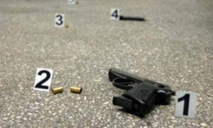 Gjuajtje me armë në Vushtrri, një personit i futet plumbi në dhomë