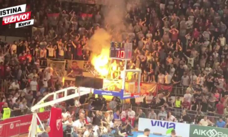 Tifozët e Crvena Zvevdas djegin flamurin e Kosovës dhe fyejnë malaziasit