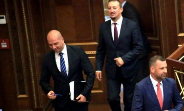 Fitojnë mijëra euro nga buxheti i shtetit që s'e njohin – Kjo është pasuria e deputetëve serbë
