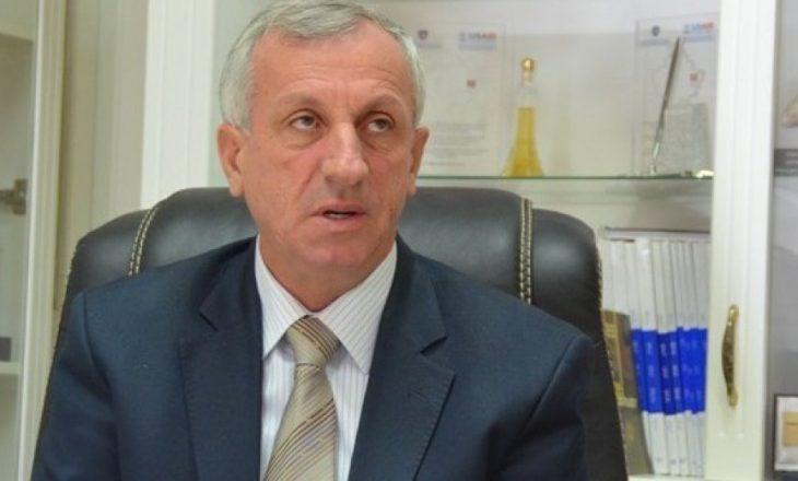 Edhe pse i akuzuar, Mustafa e mirëpret vendimin e Veselit për t'i larguar anëtarët me aktakuza