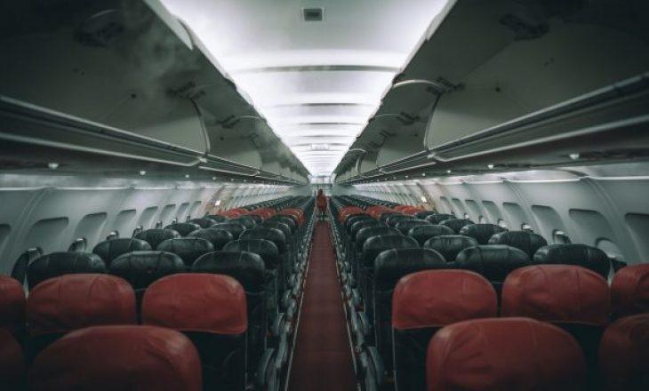Udhëtaren e zuri gjumi në aeroplan, ky ishte destinacioni kur u zgjua