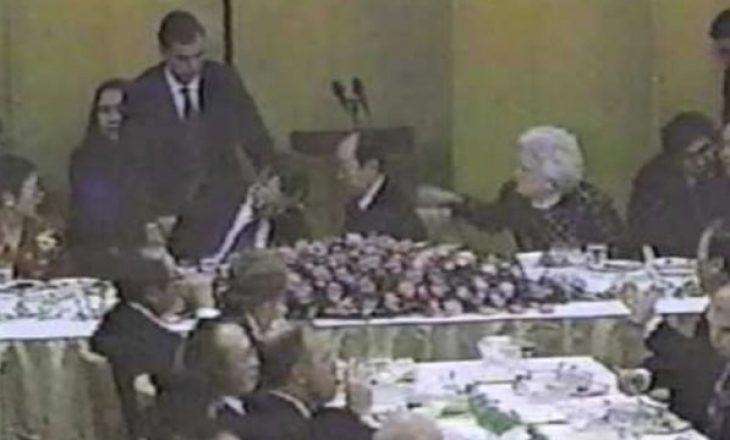 Kur presidenti amerikan Xhorxh. H. W. Bush u rrëzua dhe volli mbi kryeministrin japonez