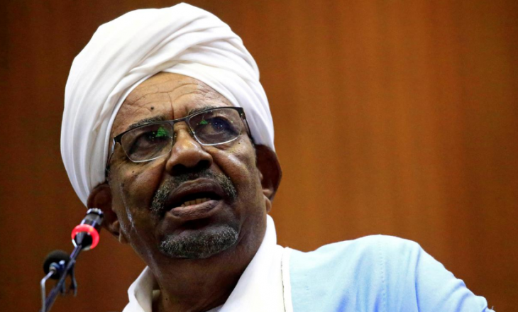 Presidenti i rrëzuar i Sudanit në gjyq për një varg akuzash