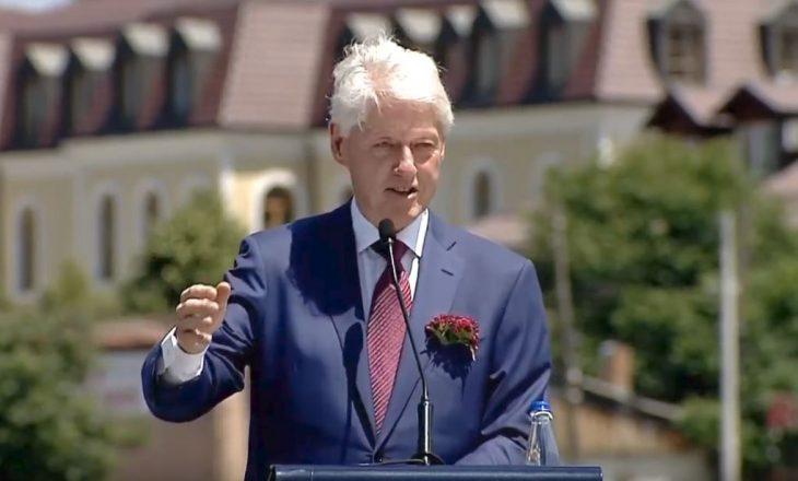 Clinton: Më kujtohen fytyrat e qytetarëve kur i takova para 20 vitesh