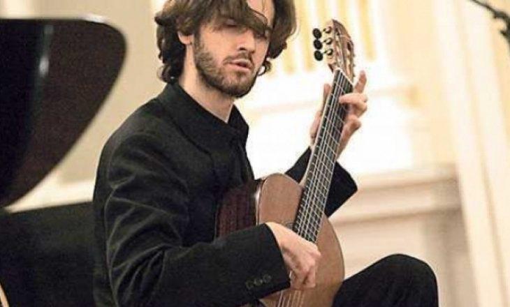 Kitaristi Petrit Çeku: Jemi një popull që kemi kulturë evropiane, por neve nuk na lejohet të shkojmë fizikisht në Perëndim