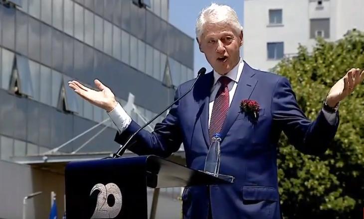 Rrëfimi i Clintonit për kamerierin shqiptar që ju ul në gjunjë për ta falënderuar