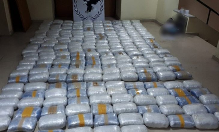 Trafikonte drogë nga Shqipëria drejt Greqisë, kapet me 270 kg drogë në banesë