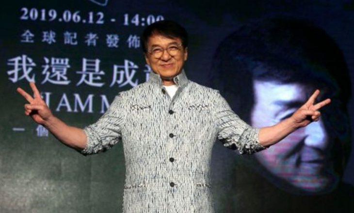 Jackie Chan këngëtar, nxjerr albumin e parë
