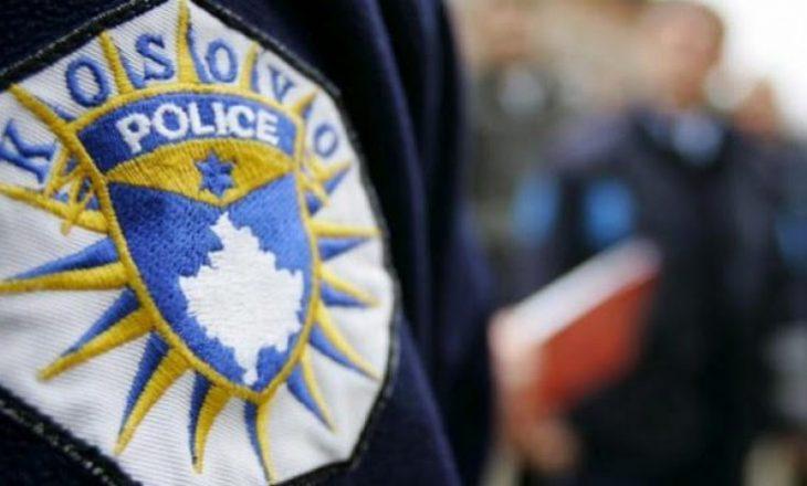 Sulmon zyrtarët policor – arrestohet