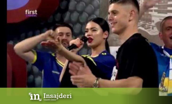 """Milot Rashica e """"djeg"""" atmosferën, këndon live 'Shqipërinë e dua'"""