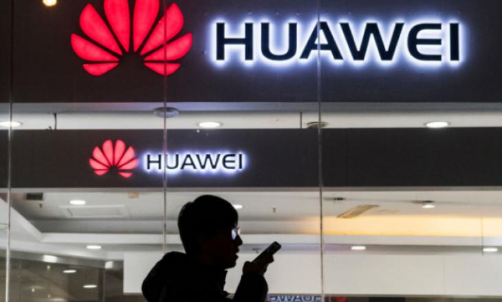 Huawei ka filluar të shfaqë reklama në ekranet e mbyllura të telefonave të zgjuar