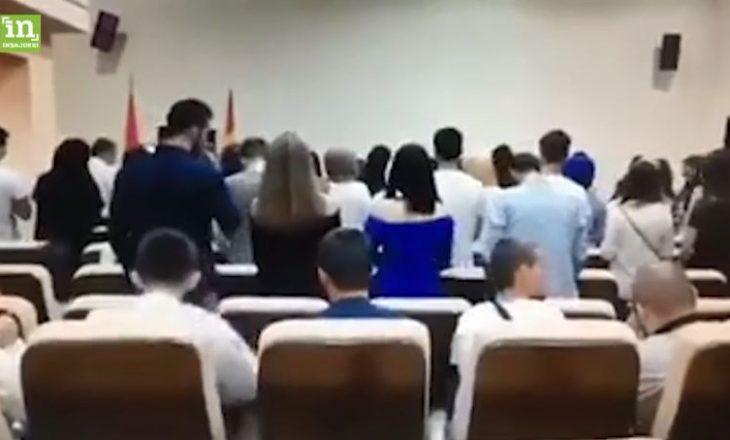 """Studentët shqiptarë në Maqedoni """"përdhosin"""" himnin kombëtar shqiptar"""