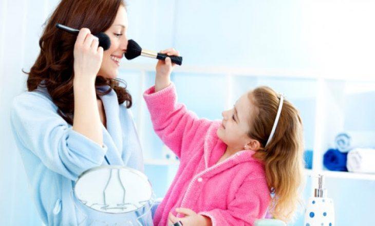 Studimi: Produktet kozmetike dëmtojnë mijëra fëmijë