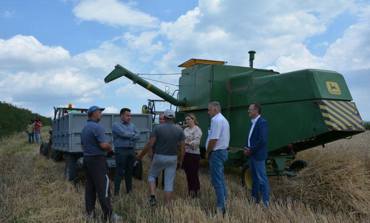 Ministrja Zhiviq përcolli fushatën e korrje-shirjeve