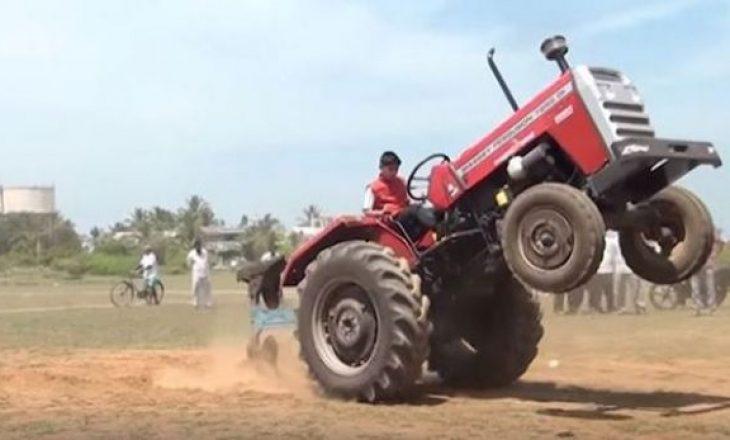 3 vjeçari rrëzohet nga traktori, bëhet për spital