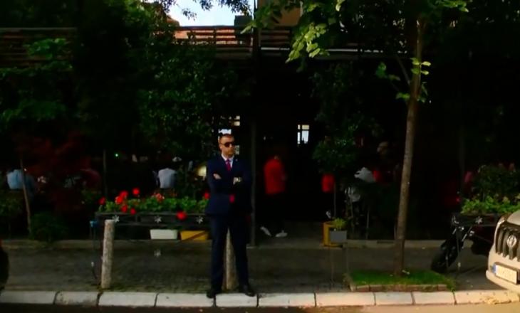 Haradinaj pas dorëheqjes del për kafe në qendër të Prishtinës