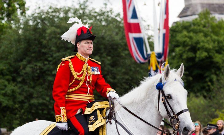 Gjenerali britanik që ishe pjesë e luftës në Kosovë, merr në udhëheqje kazermën e rëndësishme në Britani