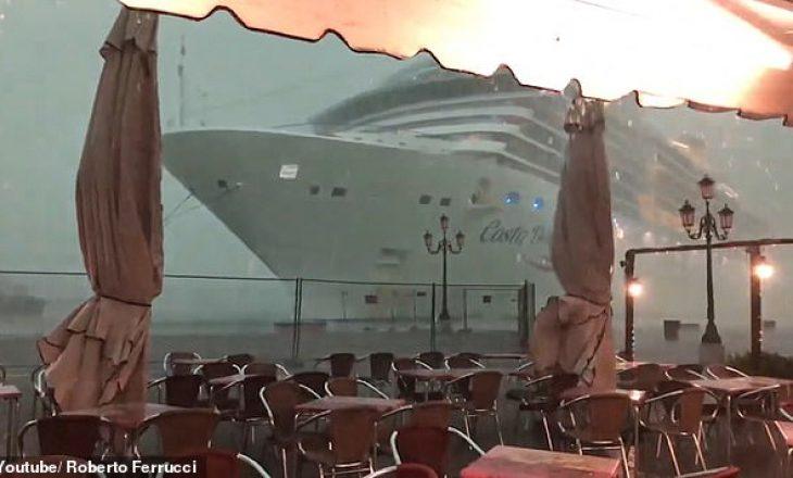 Anija gjigante humbet kontrollin pas stuhisë