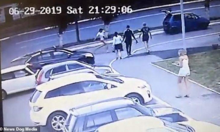 Rusi theret tri herë me thikë, por vazhdon përleshjen sikurse asgjë