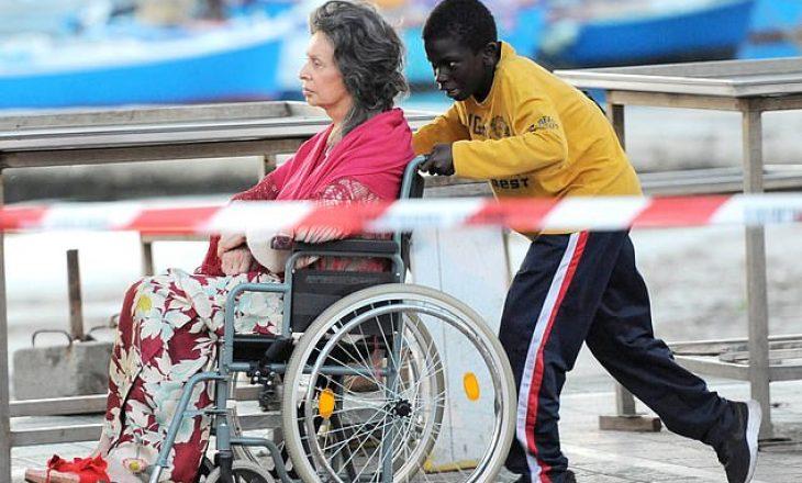 Diva legjendare e filmit, Sofia Loren xhiron film në karrocë invalidësh