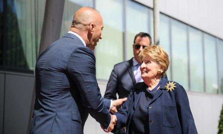 Kryeministri Haradinaj pranon letër falënderimi nga ish-sekretarja Albright