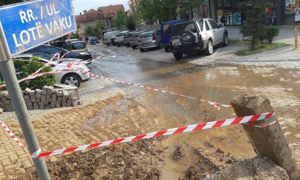 Shpërthen gypi në lagjen Mat në Prishtinë  rruga vërshohet nga balta
