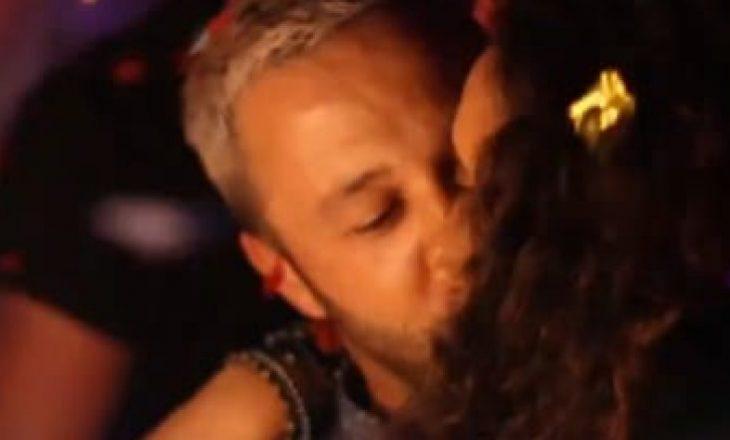 """Gjakovarit të """"O Sa Mirë"""" bashkëshortja ia organizon një befasi në një klub nate"""