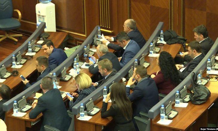 Deputeti i LDK-së: Jemi parti intelektuale, por njeriu duhet të mbrohet prej ndonjë grushti a karrigeje