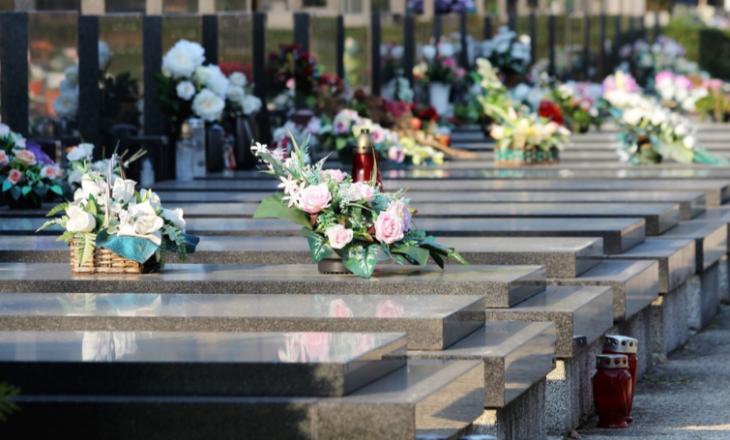 U shpall i vdekur, 20 vjeçari zgjohet gjatë funeralit